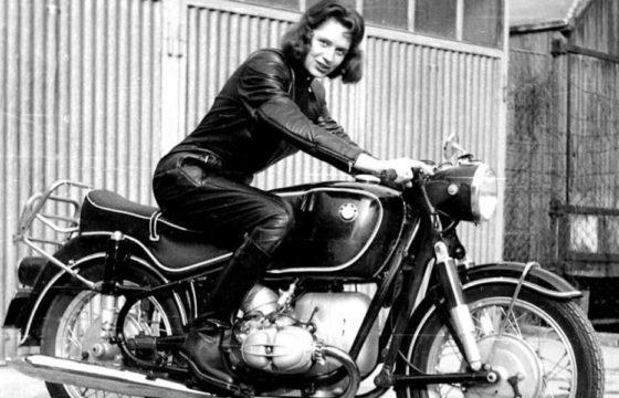 donna motociclista